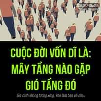 Có thể là hình ảnh về đang đứng và văn bản cho biết 'NGUÃIBÂNLINH FB.COM NGUOIB CUỘC ĐỜI VỐN DĨ LÀ: MÂY TẦNG NÀO GẶP GIÓ TẦNG ĐÓ Gia cảnh không tương xứng, khó làm bạn với nhau'
